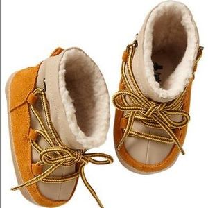 Baby Gap Lace-Up Ski Bootie in Gold Plate 12-18 M